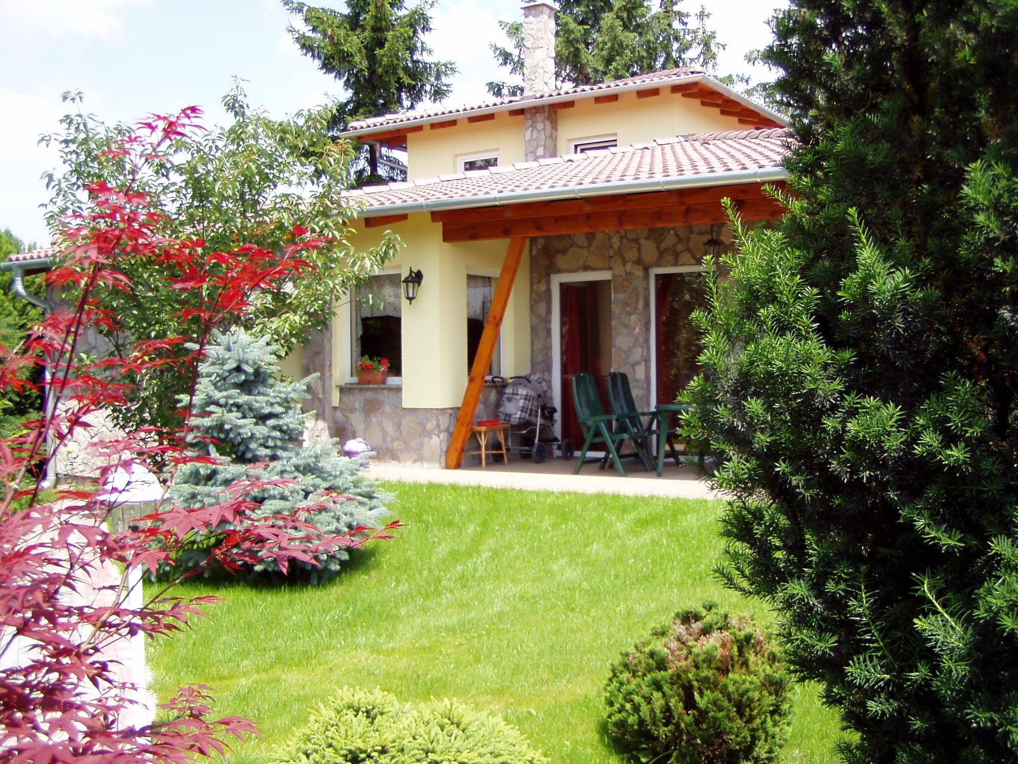 Batsányi J. 35/A, Építés éve: 2002, Alapterület: 130 m2